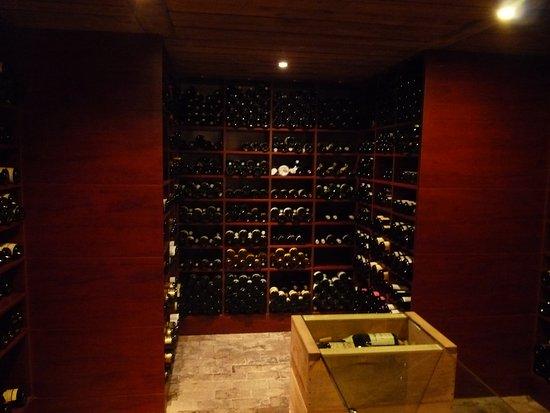 Illzach, France: la cave à vins