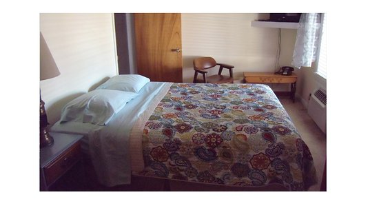Bethel Village Motel: Double bed in Family Suite