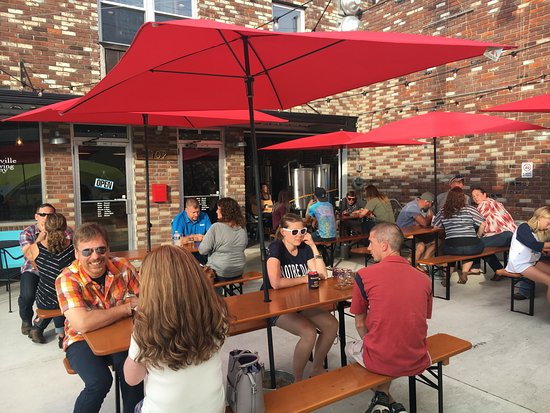 Hopkinsville, Κεντάκι:  Great outdoor patio downtown !