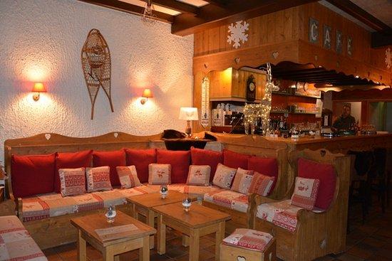 L'hotel du Soleil : Bar au  coin de la cheminée