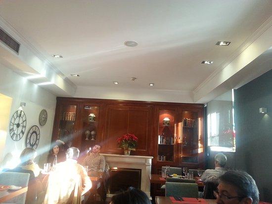 Antigua embajada hotel intur palacio san mart n madrid - Consulado argentino en madrid telefono ...