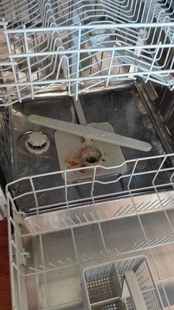 La Ferte-Imbault, France: Voici l'état de propreté du fond du Lave Vaisselle.