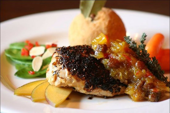 Fall River, Kanada: Blackened Chicken with Mango Chutney