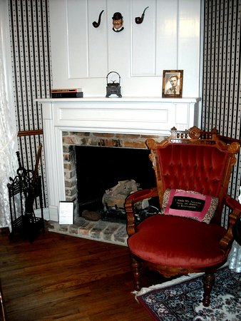 Rosevine Inn Bed & Breakfast and Extended Stay Lodging: Fireplace in the bedroom of the Sherlock Holmes Suite