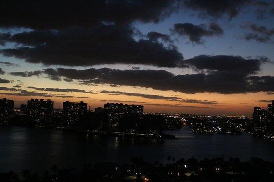 Sunny Isles Beach, Flórida: Sunset from the bay side