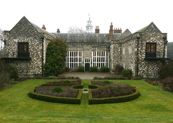 Hall Place and Gardens: Hall Place 2