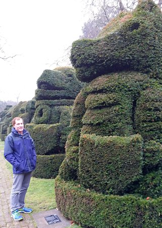 Hall Place and Gardens: Hall Place topiary