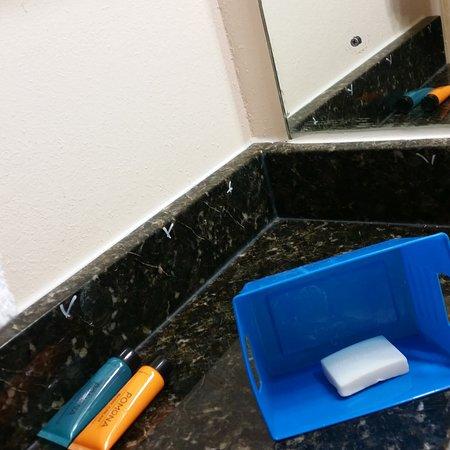 Americas Best Value Inn Florence: granite vanity top