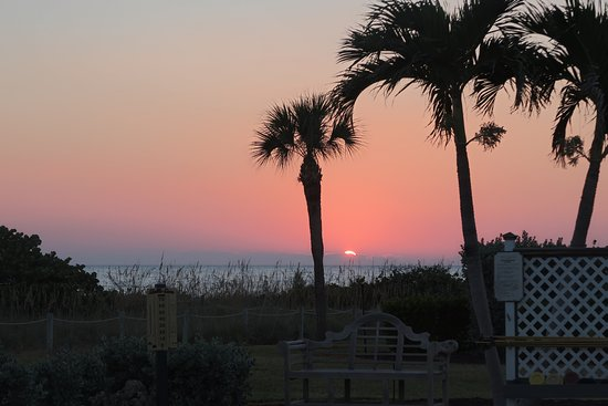 West Wind Inn: sunset over the beach from the pool area