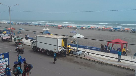 Camana, Peru: playa tranquila con buenas olas
