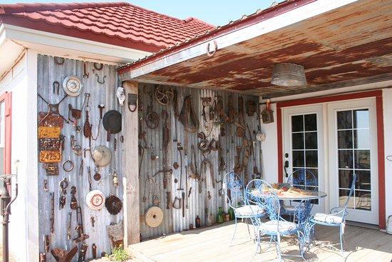Plains, TX : Moon Porch & Museum Wall