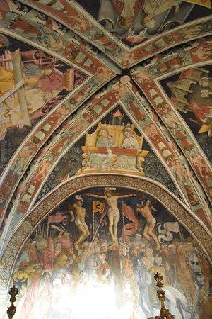 Elva, Italie : Affreschi della Chiesa Parrocchiale di Hans Clemer
