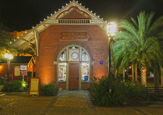 Fernandina Beach, FL: Amelia Island Visitor's Center (at Night)