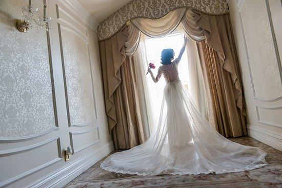 Chapel Of The Flowers Bridal Suite In Victorian Las Vegas Weddings