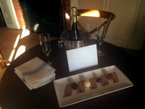 Rancho Santa Fe, CA: Very Nice birthday surprise for my husband when we returned to our room!