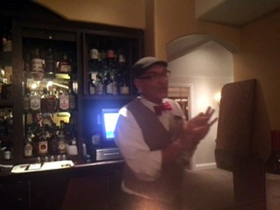 Rancho Santa Fe, CA: Huntsman bar, we really enjoyed this knowledgeable and personable bartender