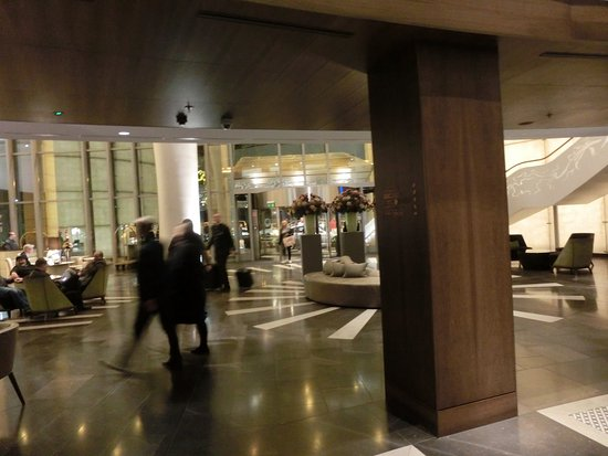 Kempinski Hotel Corvinus Budapest: It's hard to find a place to seat in the hall...