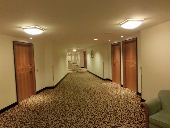 Kempinski Hotel Corvinus Budapest: Long corridors with moquette ...