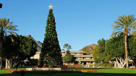 arizona biltmore a waldorf astoria resort hotel main courtyard at christmas