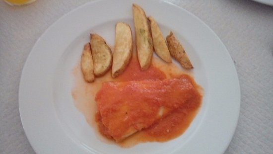 San Clemente, Spagna: Merluza con salsa de tomate