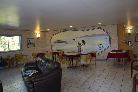 Sekiu, WA: The beautiful living room and dining room with a hand painted mural.