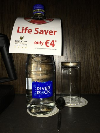 Red Cow Moran's Hotel: Water which was left in Bedroom