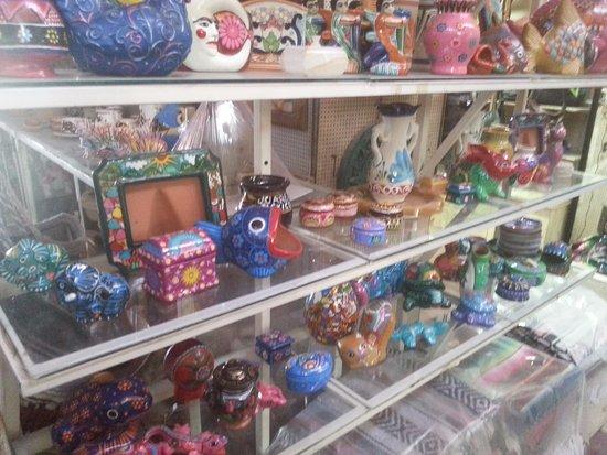 Mercado  Juarez: pottery