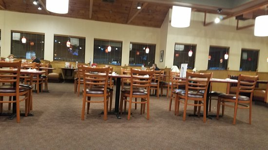 Carneys Point, NJ: dining area