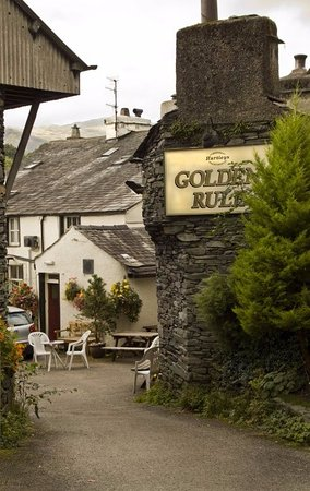 Ambleside, UK: THE GOLDEN RULE (Back) FROM NORTH ROAD Heated seating area.