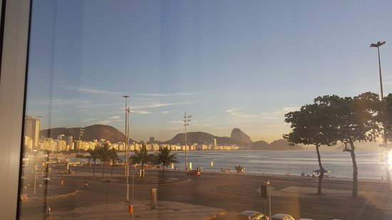 Orla Copacabana Hotel: Vista do quarto 201 as 7am
