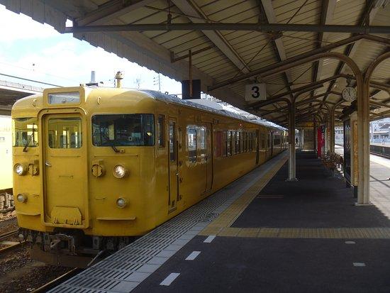 Chugoku, Japon : 115系の外観