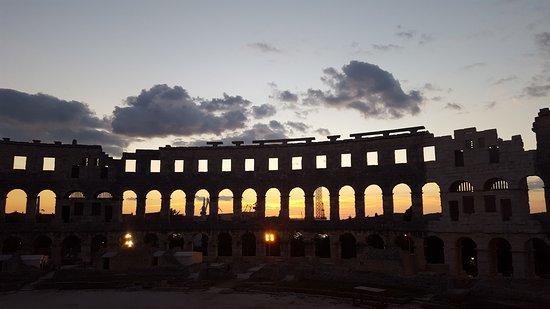 The Arena in Pula: Coucher de soleil à l'amphithéâtre