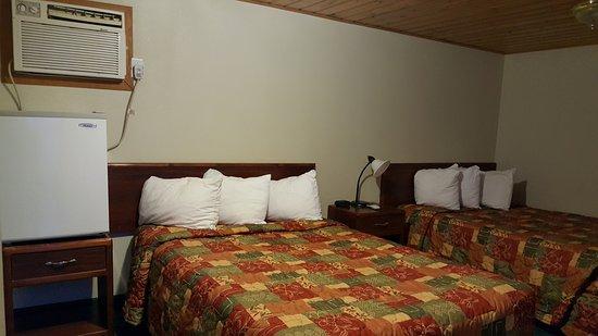 Baker, MT: Economy Double Bed Room