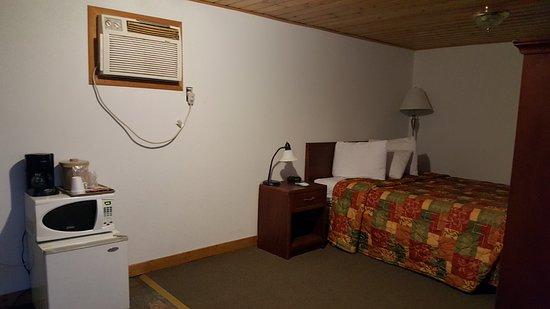 Baker, MT: Economy Single Queen Room