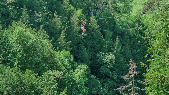 Fort Coulonge, Canada: Zip lining over the waters