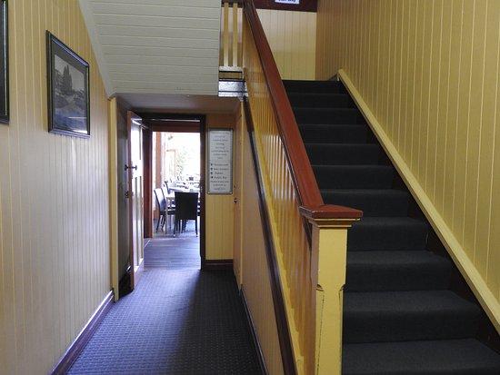 Yandina, ออสเตรเลีย: stairs to the room