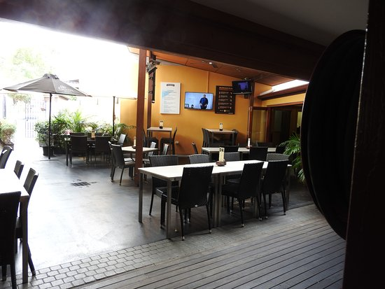 Yandina, Austrália: dining, inside or outside, lots of tables and chairs