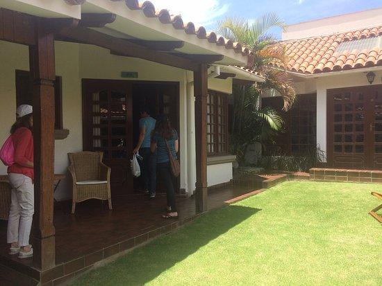 La Tua Casa Hotel Boutique : garden walking into the Sole room