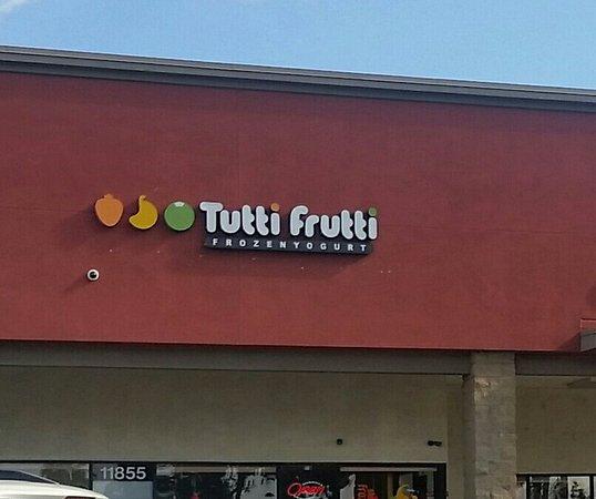 Artesia, CA: Tutti Frutti Frozen Yogurt