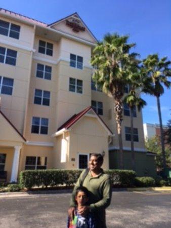 Residence Inn Orlando Convention Center: Outside main entrance of hotel