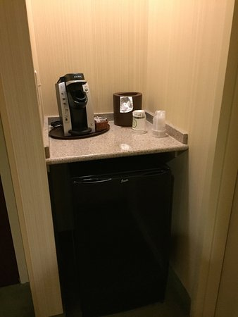 Front Royal, VA: Coffee and fridge