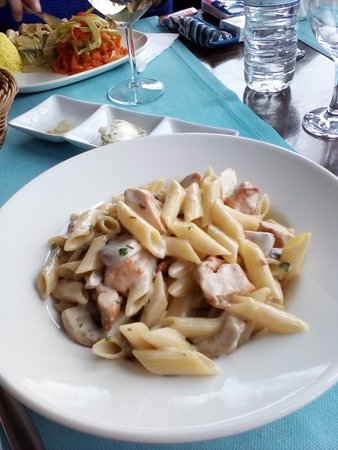 Marvista Restaurant : Delicious chicken and mushroom penne