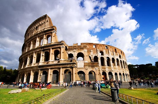 Colosseum and Roman Forum: Skip the...