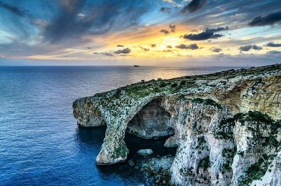 Blue Grotto and Sunday Market at ...