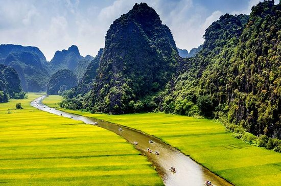 Hoa Lu and Tam Coc Tour with Ngo Dong River Boat Ride