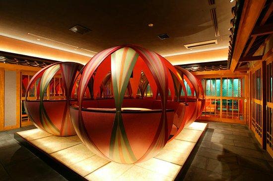 Spectacle de cabaret de robots à Tokyo avec dîner dans un restaurant...