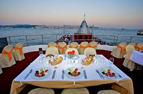 イスタンブールヨーロッパ側からボスポラス海峡のディナークルーズ
