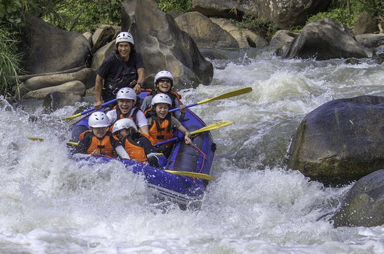 Whitewater Rafting Adventure en...