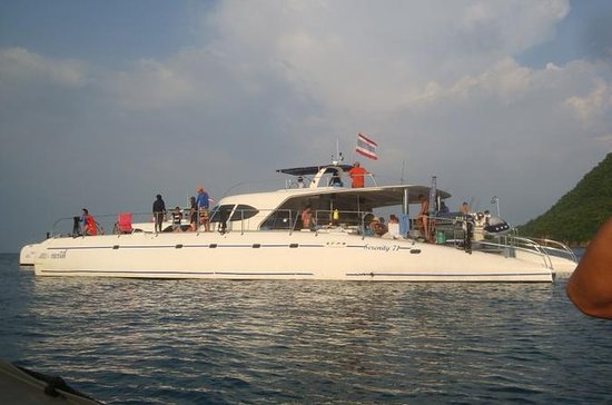 Full Day Sightseeing Cruise in Pattaya Including Thai Buffet Lunch