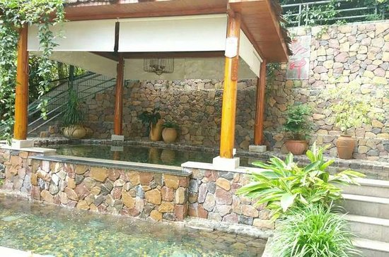 2-Day Longsheng Hot Spring Private...